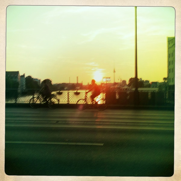 Fahrrad Berlin Skyline Sonnenuntergang