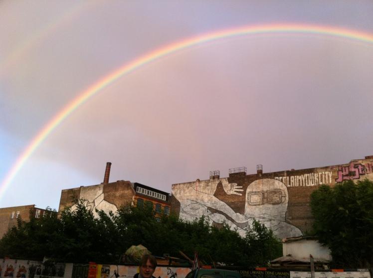 Regenbogen über Berlin / Rainbow over Berlin / Banksy / Street Art
