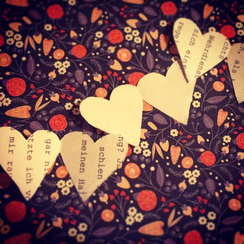 Collage aus Herzchen und Blumenmuster / Mitfreude/Mudita / Mrs K.Ess / (c) Kathrin Eß